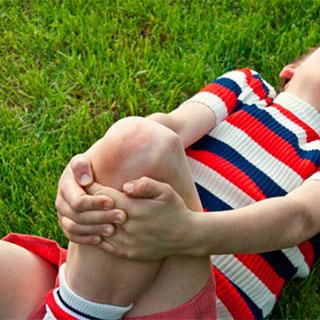 Ушиб колена при падении: лечение в домашних условиях, оказание первой помощи